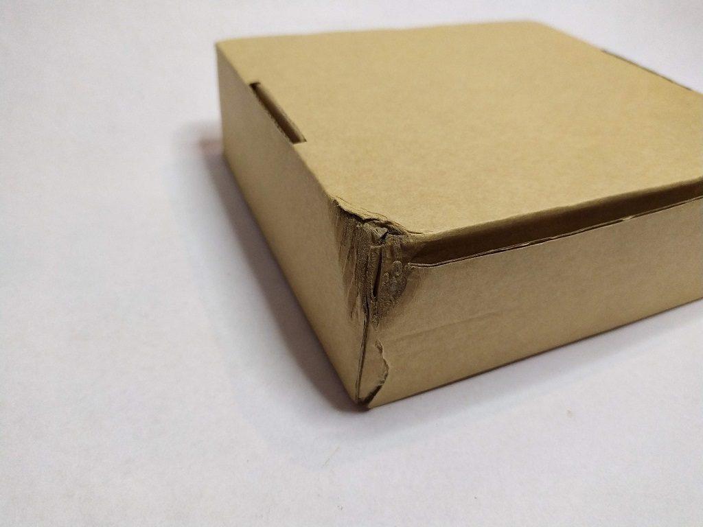 uszkodzone pudełko
